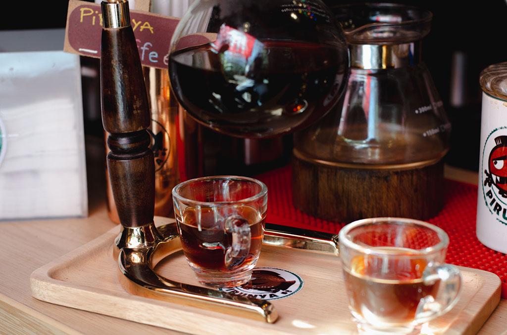 กาแฟไซฟ่อน ร้านปิรันย่า coffee