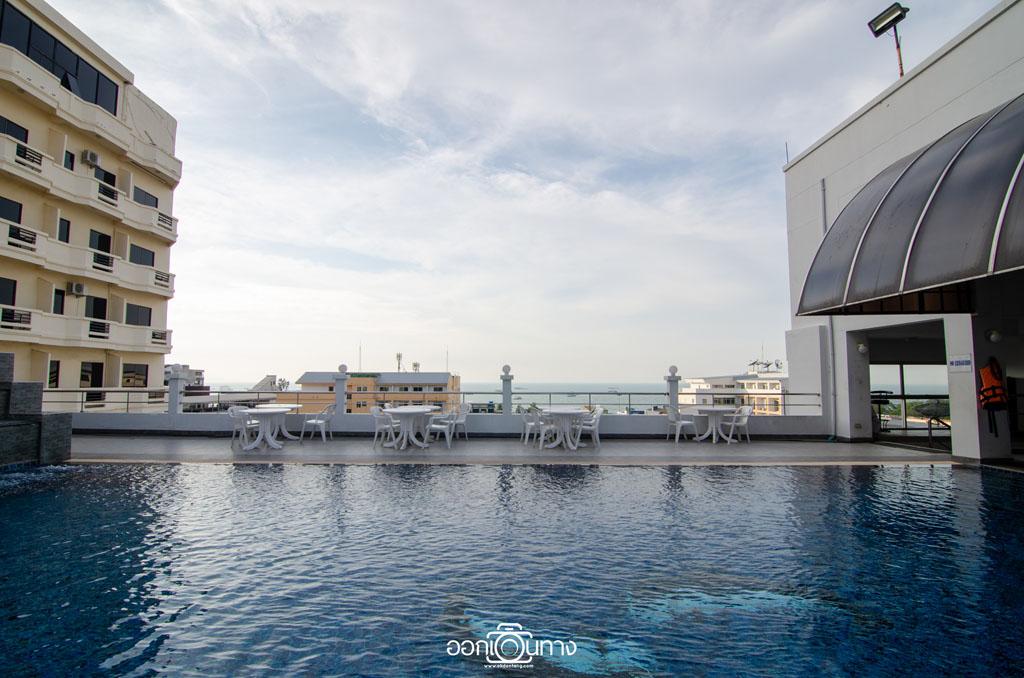 สระว่ายน้ำ โรงแรม Flipper House Pattaya