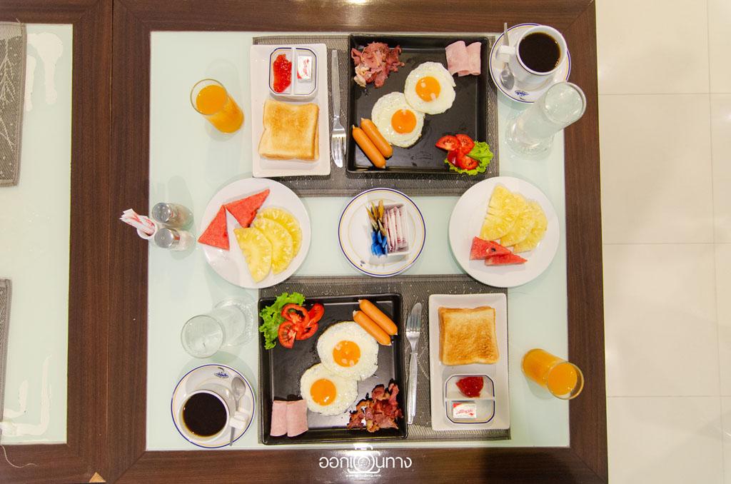 อาหารเช้า โรงแรม Flipper House Pattaya