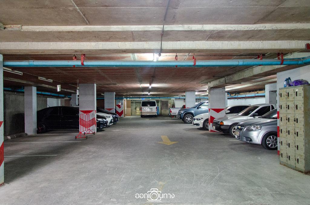 ที่จอดรถ โรงแรม Flipper House Pattaya